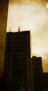 Fabriken - Där det Alltid regnar - parallax-ip5